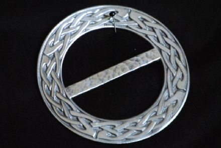 "Ladycrow Pewter Scarf Ring ""Celtic Knot"""